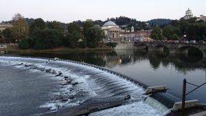 Perché Torino è magica? Foto di Michela Milani, il Travel Blog di Michela Milani. La foto mostra un paesaggio di Torino nel quale è evidenziato il fiume Pò.