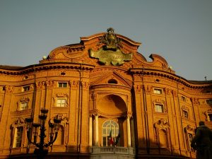 Perché Torino è magica? Michela Milani, il Travel Blog di Michela Milani. La fotografia mostra il palazzo a Torino dove nacque Vittorio Emanuele